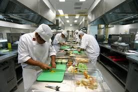 Відповідальність за якість та епідемічну безпеку готової     продукції у сфері  громадського харчування несе виробник