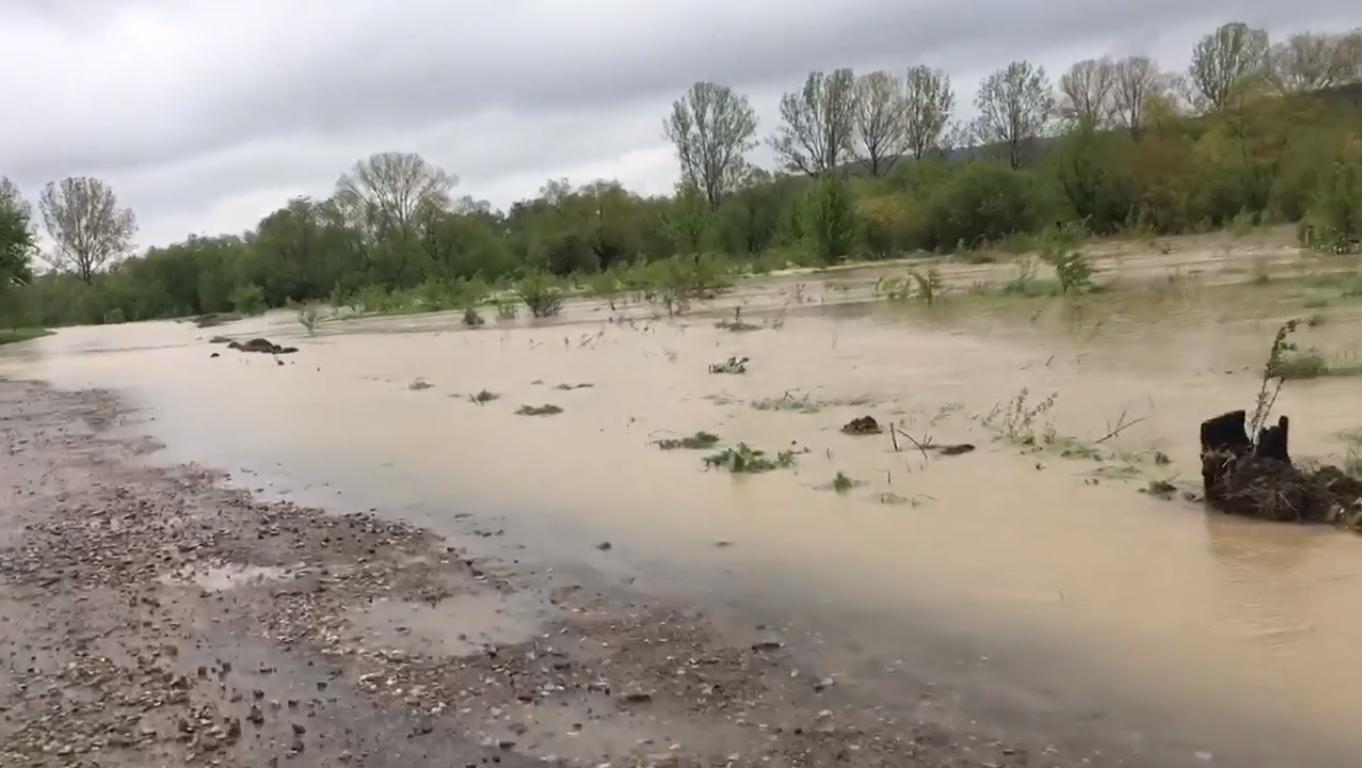Тривають дощі: є загроза забруднення джерел водопостачаня.